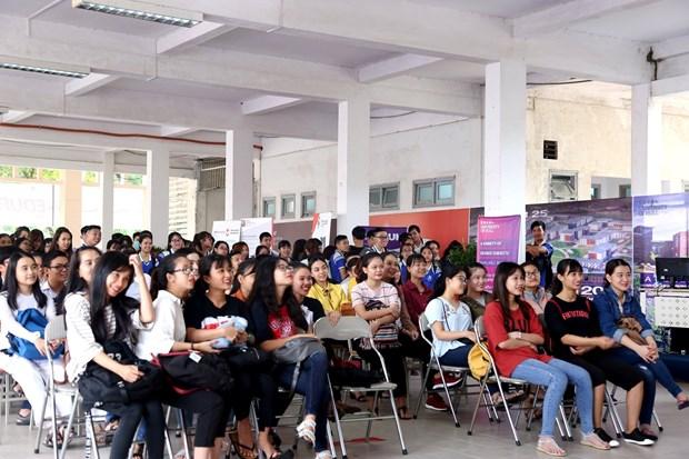 2017年岘港国际教育研讨会吸引世界各地12所大学代表参加 hinh anh 3