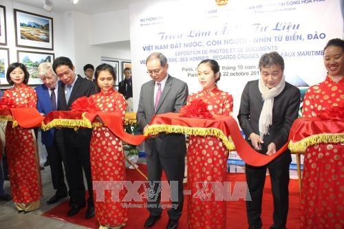 越南海洋与岛屿展览会在法国首都巴黎举行 hinh anh 1