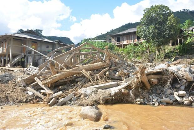 越南驻马来西亚大使馆为国内洪灾灾民捐款 hinh anh 1
