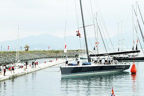第8次越南芽庄-中国香港帆船比赛落幕 hinh anh 1