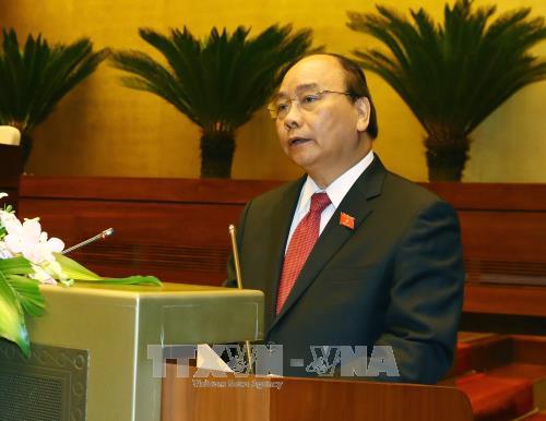越南第十四届国会第四次会议:阮春福作了2017年经济社会发展计划执行情况的报告 hinh anh 2