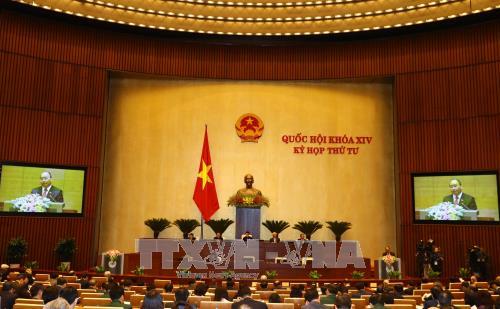 越南第十四届国会第四次会议:阮春福作了2017年经济社会发展计划执行情况的报告 hinh anh 1