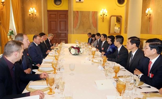 越南与立陶宛进一步加强合作关系 hinh anh 2