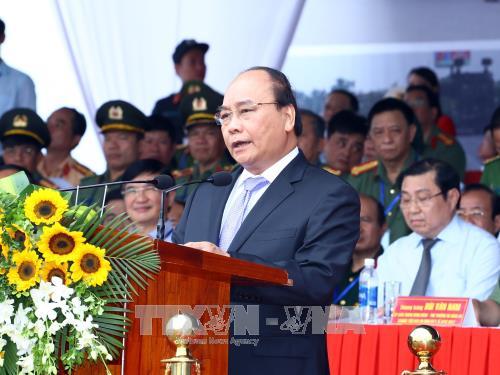 政府总理阮春福出席2017年APEC领导人会议周反恐演练和安保出征仪式 hinh anh 1