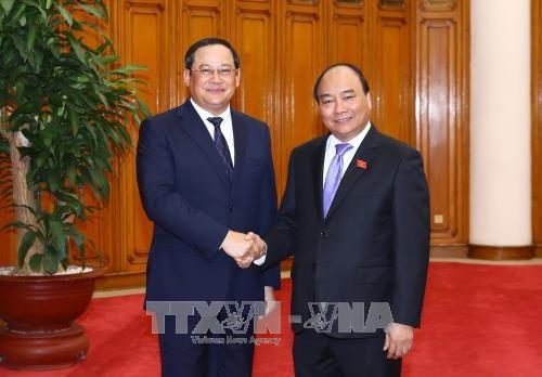越南政府总理阮春福会见老挝政府副总理宋赛•西潘敦 hinh anh 1
