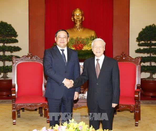 越共中央总书记阮富仲会见老挝政府副总理宋赛•西潘敦 hinh anh 1