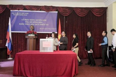 越南驻俄罗斯大使馆发起捐款活动帮助国内洪灾灾民 hinh anh 2