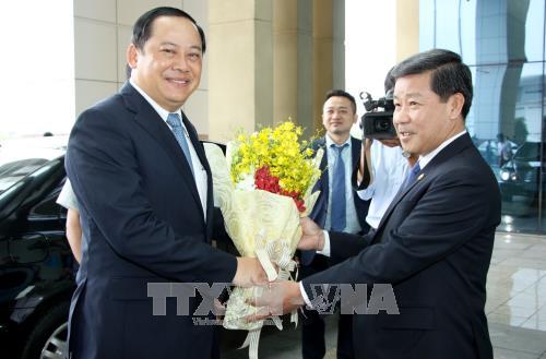 老挝政府副总理宋赛•西潘敦访问平阳省 hinh anh 1