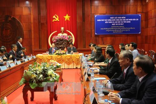 老挝副总理宋赛·西潘敦访问越南前江省 hinh anh 1