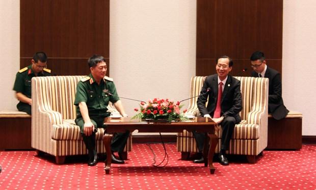 胡志明市领导会见国际国防官员培训班代表团 hinh anh 2