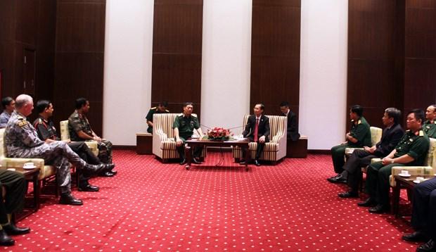 胡志明市领导会见国际国防官员培训班代表团 hinh anh 1