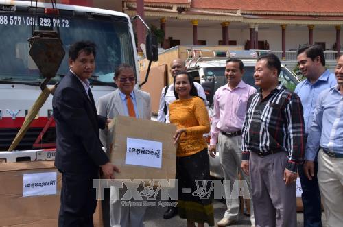 柬埔寨接收越南政府援助柬埔寨信息部的调频发射机 hinh anh 1