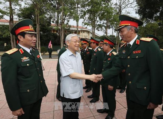阮富仲总书记与第四军区司令部举行工作会谈 hinh anh 1
