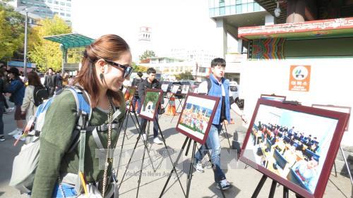 推广越南风土人情的图片展在韩国举行 hinh anh 1
