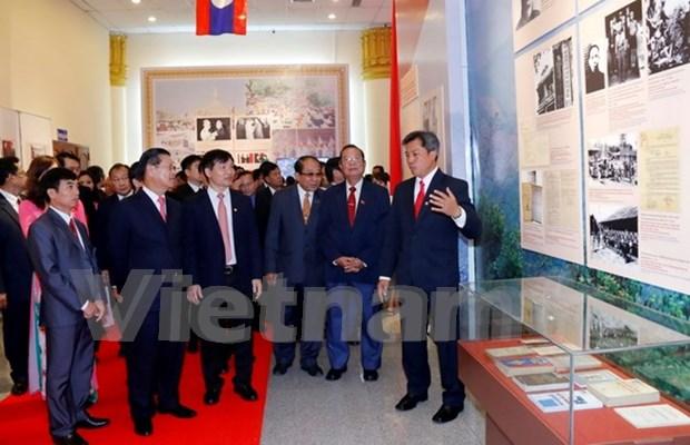 越老建交55周年:越老传统关系图片展在老挝开展 hinh anh 1