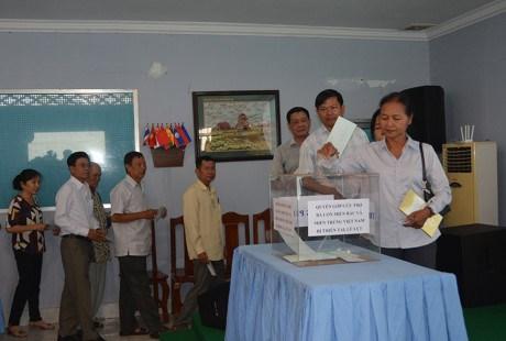 越裔柬埔寨人总会为国内灾民开展赈灾捐款活动 hinh anh 1
