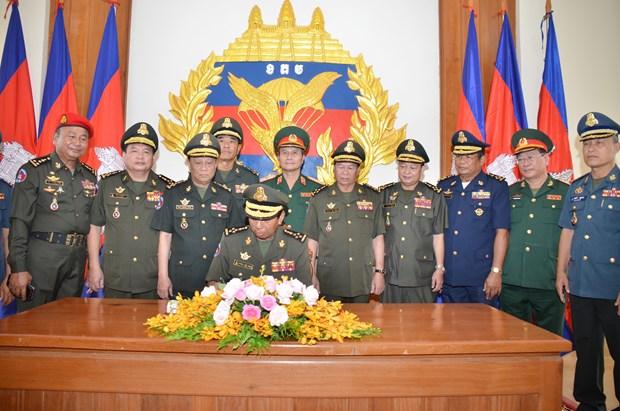 越柬建交50周年:越南人民军与柬皇家军队加强合作 hinh anh 2