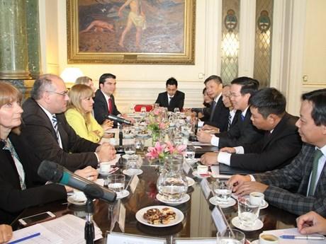 越南共产党代表团对阿根廷进行工作访问 hinh anh 2