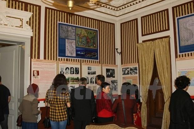 越南驻保加利亚大使馆举行有关胡志明主席图片展 hinh anh 1
