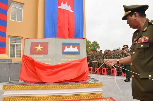 越柬建交50周年:越南人民军与柬皇家军队加强合作 hinh anh 1
