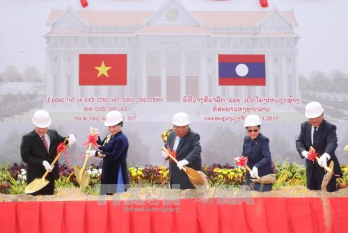 越老建交55周年:由越南援建的老挝国会大厦项目破土动工 hinh anh 1