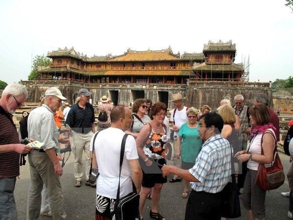 今年前10月承天顺化省国际游客接待量同比增长35% hinh anh 1