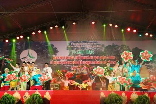 高棉族拜月节首次在芹苴市举行 hinh anh 1