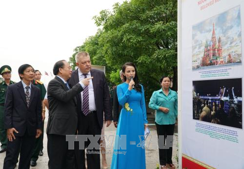 越南-俄罗斯浓厚友谊图片展在胡志明市开展 hinh anh 1
