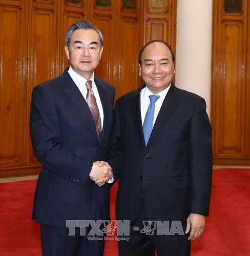 政府总理阮春福会见中国外交部长王毅 hinh anh 1