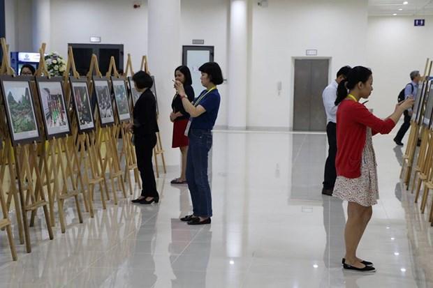 2017年APEC会议:越南风土人情图片展在国际新闻中心举行 hinh anh 1