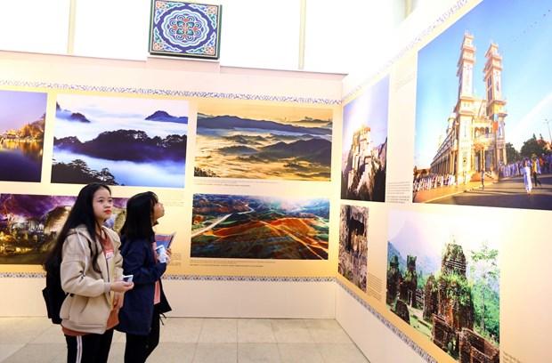 """越通社与中国国务院新闻办公室在河内联合主办""""美丽越南,美丽中国""""图片展 hinh anh 2"""