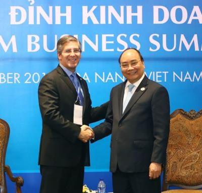 越南政府总理阮春福密集会见出席越南商务峰会的各国企业代表团 hinh anh 6