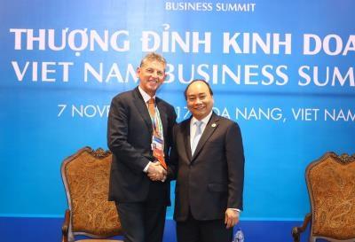 越南政府总理阮春福密集会见出席越南商务峰会的各国企业代表团 hinh anh 4