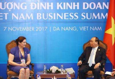 越南政府总理阮春福密集会见出席越南商务峰会的各国企业代表团 hinh anh 3