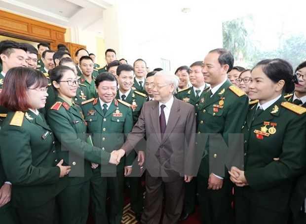 越共中央总书记阮富仲与越南军队优秀青年代表会面 hinh anh 1