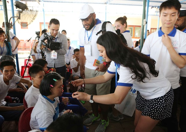 APEC 青年代表团走访广南省体验当地居民生活 了解地方特色 hinh anh 2