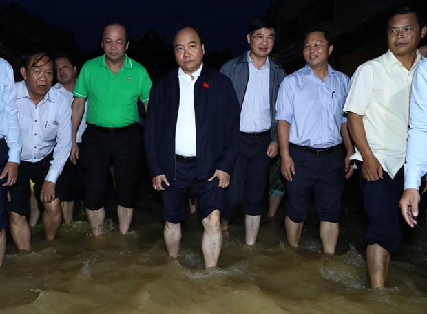 阮春福:会安市须做好灾后环境卫生大整治工作 确保APEC领导人会议周顺利进行 hinh anh 1