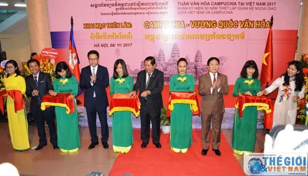 """""""柬埔寨—文化王国""""展览会在河内举行 hinh anh 1"""