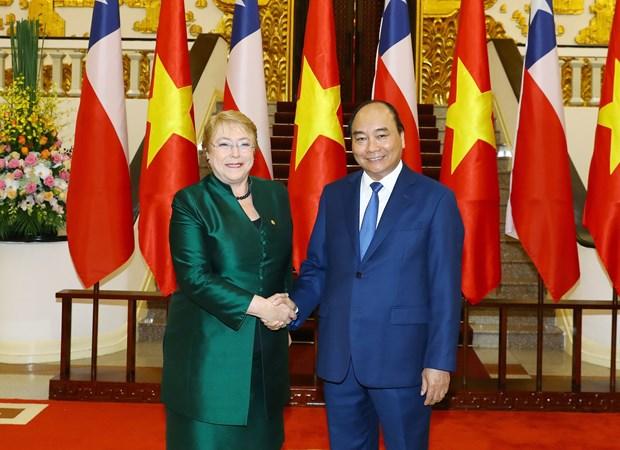 政府总理阮春福会见智利总统米歇尔·巴切莱特·赫里亚 hinh anh 1