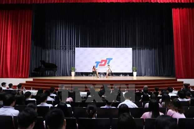 加拿大总理离开胡志明市 启程出席APEC领导人会议周活动 hinh anh 2