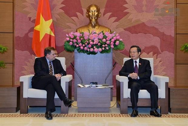越南国会副主席冯国显会见美国埃克森美孚公司副总裁格林伍德 hinh anh 1