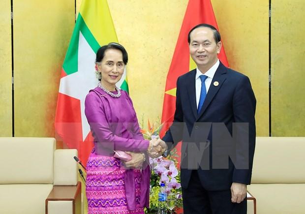 APEC 2017: 越南国家主席陈大光会见缅甸国家顾问昂山素季 hinh anh 1