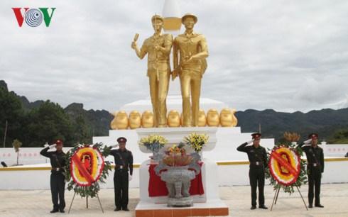 越老建交55周年:越老战斗联盟团结纪念碑正式竣工 hinh anh 4
