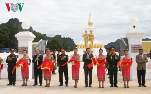 越老建交55周年:越老战斗联盟团结纪念碑正式竣工 hinh anh 1