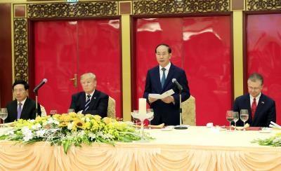 越南国家主持陈大光主持国宴 欢迎美国总统特朗普访问越南 hinh anh 1