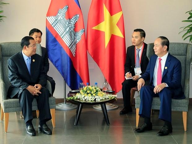 2017 年APEC会议: 越南国家主席陈大光会见柬埔寨首相和韩国总统 hinh anh 2