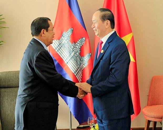 2017 年APEC会议: 越南国家主席陈大光会见柬埔寨首相和韩国总统 hinh anh 1