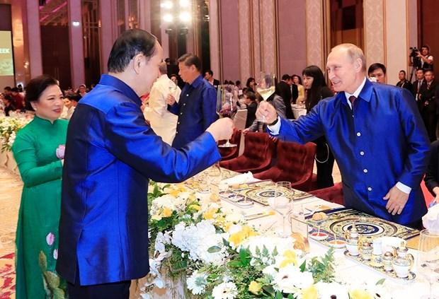2017年APEC会议:越南国家主席陈大光主持晚宴 欢迎APEC领导人夫妇 hinh anh 3