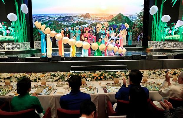 2017年APEC会议:越南国家主席陈大光主持晚宴 欢迎APEC领导人夫妇 hinh anh 1