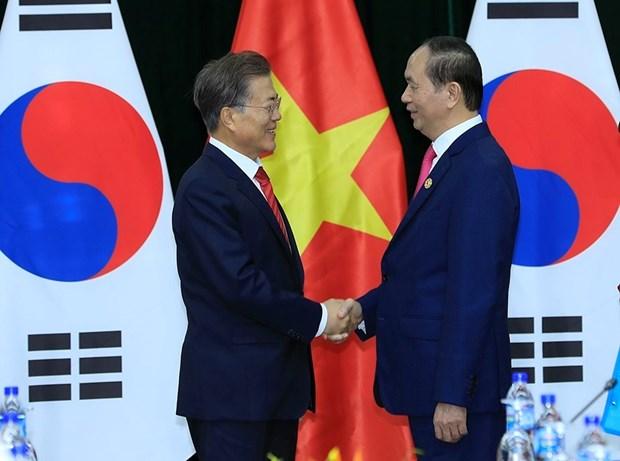 2017 年APEC会议: 越南国家主席陈大光会见柬埔寨首相和韩国总统 hinh anh 3